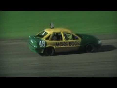 Junior Sedans Feature - Lismore Speedway - 13.01.17 - dirt track racing video image