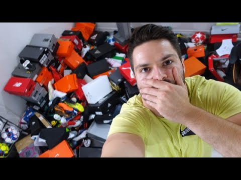 HERE'S HOW MUCH DAMAGE THE POO DID TO MY FOOTBALL BOOT COLLECTION! - UCUU3lMXc6iDrQw4eZen8COQ
