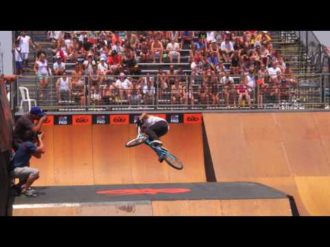 "Dhers unveils the ""Cash Roll"" at Nike 6.0 HB BMX Pro - UCblfuW_4rakIf2h6aqANefA"
