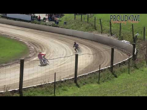 All of the races from the NORTH ISLAND SOLO CHAMPS held at Rosebank Speedway on Sunday 20 January 2019. All riders got 3 heats with points 4,3,2,1,0 - top 3 points scorers to the A Final, 4th-6th points scorers to the B Final with the winner to the A Final, and lowest scorers to the Repechage with the winner to the B Final - dirt track racing video image