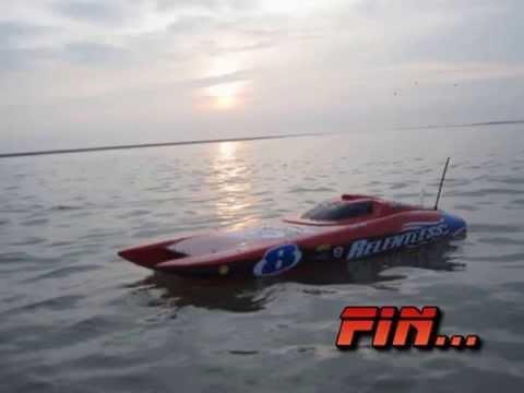 Bateau rc relentless moteur brushless lipo 3s en mer (rc boat wave jump) - default