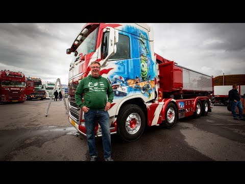 """Volvo Trucks - How many animated characters can you spot"""" - ?Welcome to my cab - light?"""