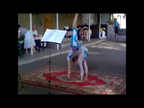 Outdoors contortion flexilady