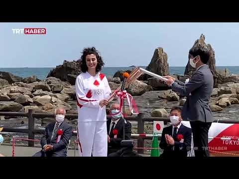Olimpiyat meşalesini Türk kızı Özkaya taşıdı