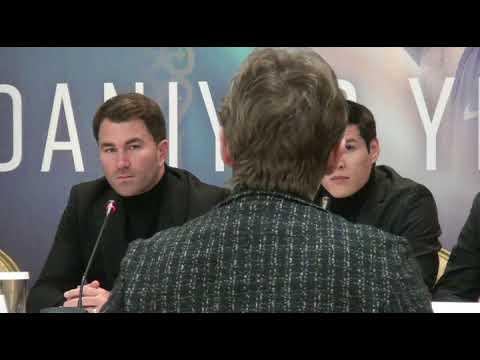 Елеусинов Данияр подписал договор в профи
