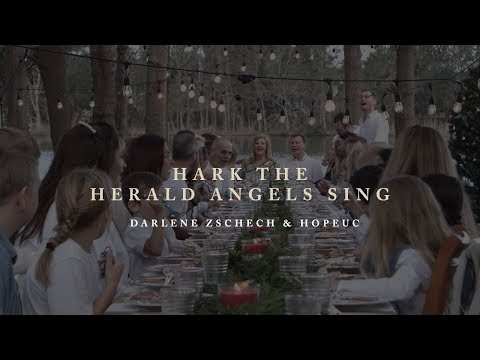 Darlene Zschech & HopeUC - Hark The Herald Angels Sing (Group Singalong)