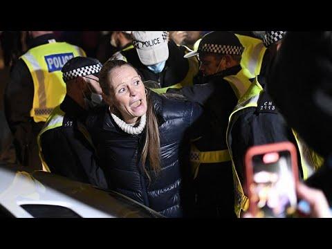 Protesta en Londres contra el confinamiento mientras la COVID se apodera de Europa