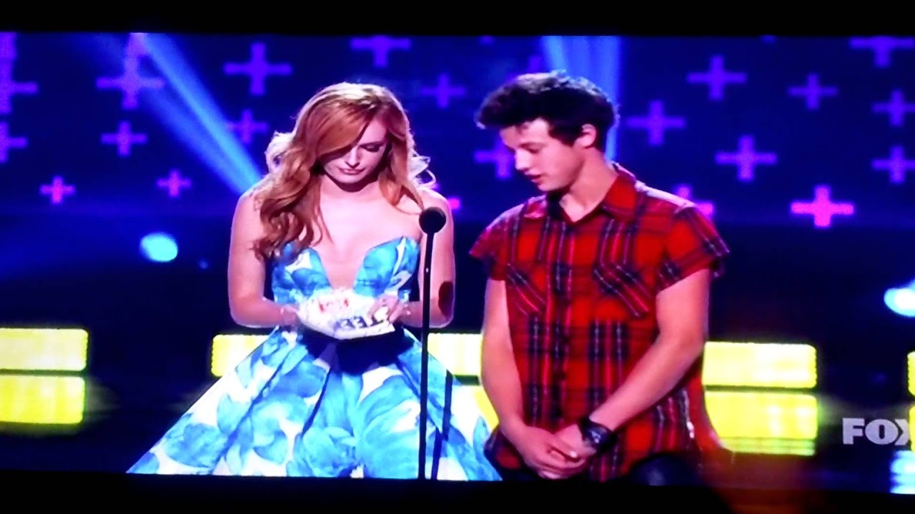 Cameron Dallas FLIRTING on Teen Choice Awards 2014 (FULL VIDEO) |  AudioMania.lt