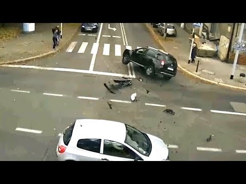 Dachowanie na skrzyżowaniu. Efekt jazdy na