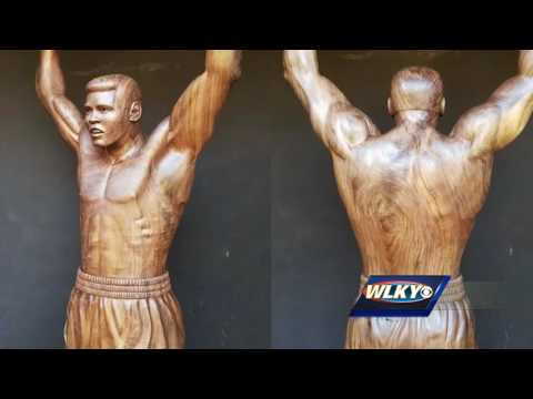 Man pays tribute to Muhammad Ali with large tree sculpture