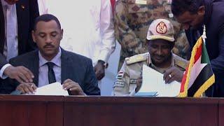 Soudan : le Conseil militaire et la contestation signent l'accord de transition | AFP Images