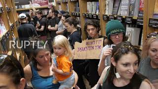 USA: Jewish Americans occupy Amazon store to protest company's ties with ICE