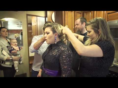 Kelly Clarkson - Behind the scenes at La Voix in Montreal - UCmbkfF8uk8A9geR7dd-2csw