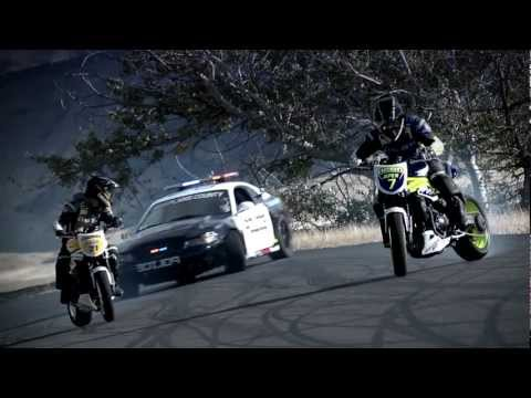 INCREDIBLE!!!!!!!!!!!! Police chase bikes, incredible drifting  HD - UC_fB-xafRk837W407TsQEdg