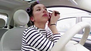 Quello che fanno le donne in macchina