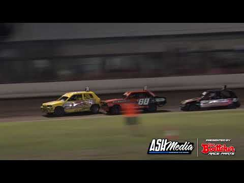 Junior Sedans: 2015/16 CQ Title - A-Main - Rockhampton Speedway - 27.03.2016 - dirt track racing video image