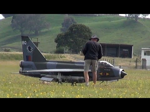 Absolutely nothing happens to this huge jet-powered RC plane - UCQ2sg7vS7JkxKwtZuFZzn-g