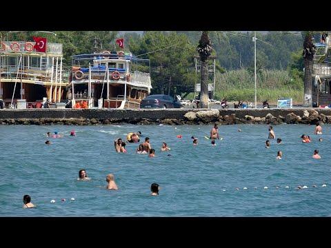Tatilciler güneşli havanın keyfini çıkardı