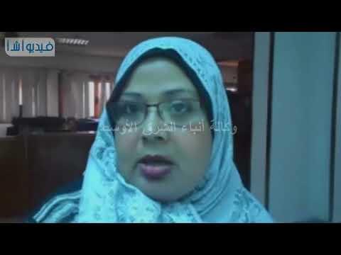 بالفيديو : سيدة دمياطية تستخدم مخلفات النجارة فى أهم مكونات الاثاث الدمياطى