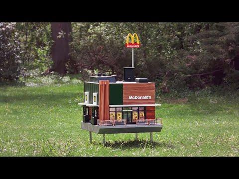 Самый маленький ресторан McDonald's photo
