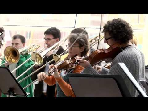 Helsingborgs Symfoniorkester överraskar resenärerna i Helsingborg