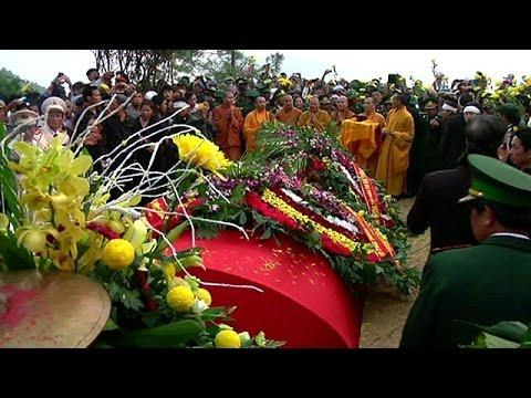 Lễ mai táng Tướng Giáp ở Vũng Chùa