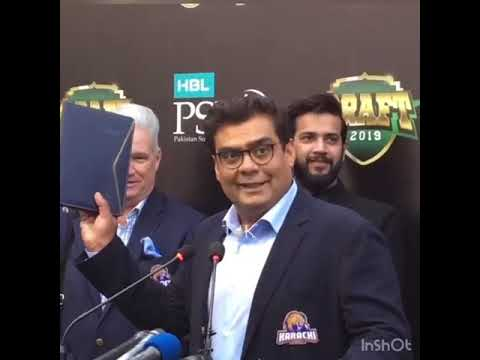 Salman Iqbal Hands Over 'Blue Book' To Karachi Kings Head Coach Dean Jones
