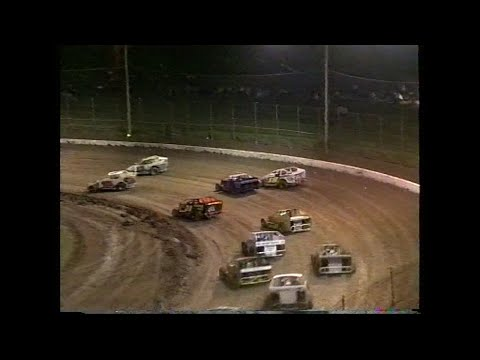 2003 V8 Dirt Modified Gold Cup and USA Sprintcars: Archerfield Speedway | 27th December 2003 - dirt track racing video image