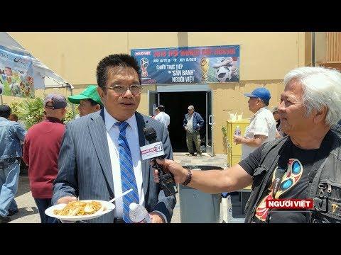 Nhà hàng Mon Cheri tặng mì xào cho khán giả mê bóng đá Người Việt