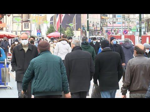 'Çok yüksek riskli iller' kategorisindeki Rize'de sokaklarda insan yoğunluğu