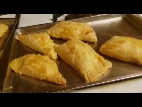 How to prepare tasty meat pie
