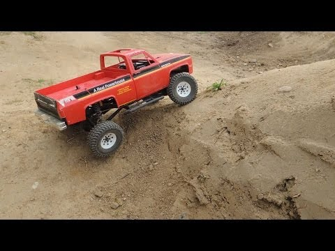 Axial SCX 10 with wasted Tamiya Clod Buster body & 1.55 RC4WD wheels - UCfQkovY6On1X9ypKUr9qzfg