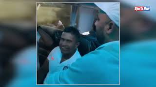 Flight में Rohit Sharma की साथी खिलाड़ियों से मस्ती, किया दिमाग का टेस्ट