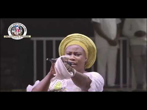 MRS/EVANG.YOMI AFOLABI deliver a mighty song DURING ERIO2021