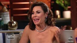 """Housewives"" Criticize Luann's Singing 