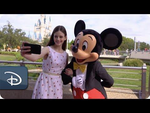 'The Nutcracker and the Four Realms' Star Mackenzie Foy Visits Walt Disney World Resort - UC1xwwLwm6WSMbUn_Tp597hQ