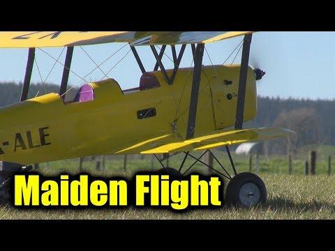 "de Havilland Tiger Moth maiden and ""landing"" - UCQ2sg7vS7JkxKwtZuFZzn-g"