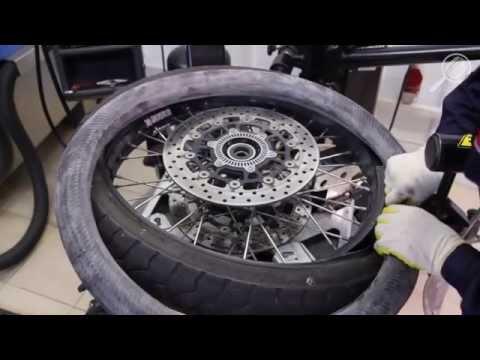 Монтаж мотошины на колесный диск