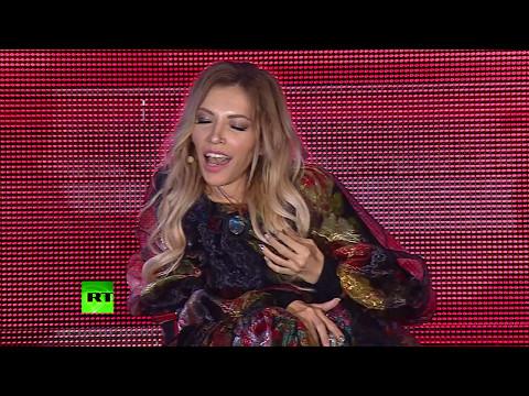 Юлия Самойлова исполнила в Сочи гимн России перед гала-матчем Ночной хоккейной лиги