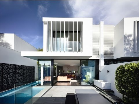 Minimalist House Design with Cantilevered Cuboidal Forms and a fully Glazed Wall Orientated to View