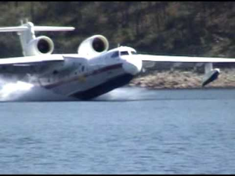 Seaplanes pick up water - UCfr61fwrlL5w7HAln8fjyww