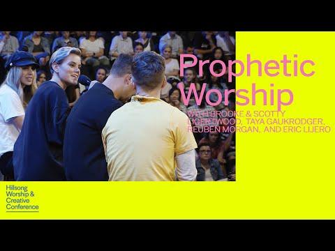 Prophetic Worship  Brooke & Scotty Ligertwood, Taya Gaukrodger, Reuben Morgan & Eric Lijero  WCC17