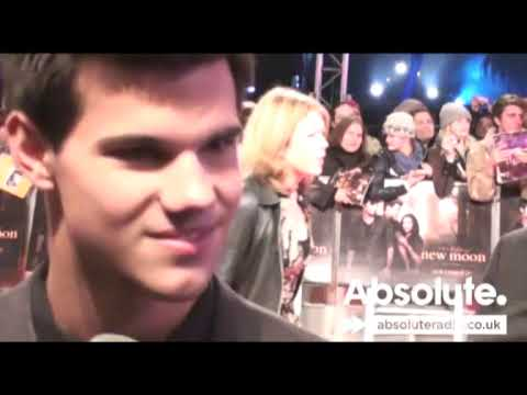 Taylor Lautner at Twilight New Moon Premiere - UCphyqKNSQIbR5ZMUN1J8Gxg