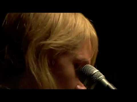Metric - Gold Guns Girls (Acoustic) - UCEriFAcuT5vJ4Ww0B2djMog