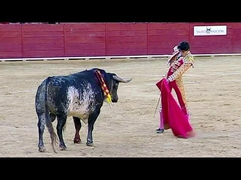 İspanya'da Boğa  Ünlü  Matadoru Öldürdü