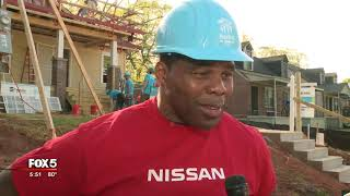 Herschel Walker pitches in to help Habitat for Humanity
