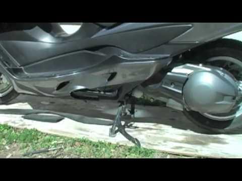 07+ Suzuki Burgman 400 - Left Side Leg Shield Cover Removal - UCTs-d2DgyuJVRICivxe2Ktg