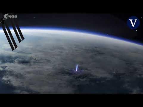Descubren la génesis del misterioso rayo azul en la estratosfera de la Tierra