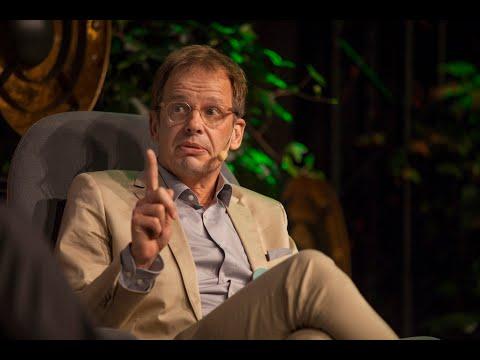 Olof Lundh intervjuar Hajo Seppelt, tysk TV-journalist och författare, Stora Journalistpriset 2019