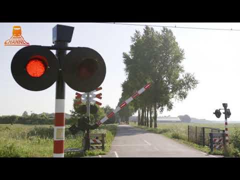 DUTCH RAILROAD CROSSING - Tricht - Oude Hoevenseweg